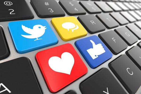 Como receber pagamentos online vendendo nas redes sociais?